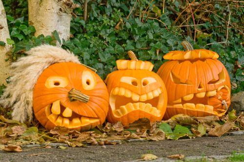 Drei Halloweenkürbisse